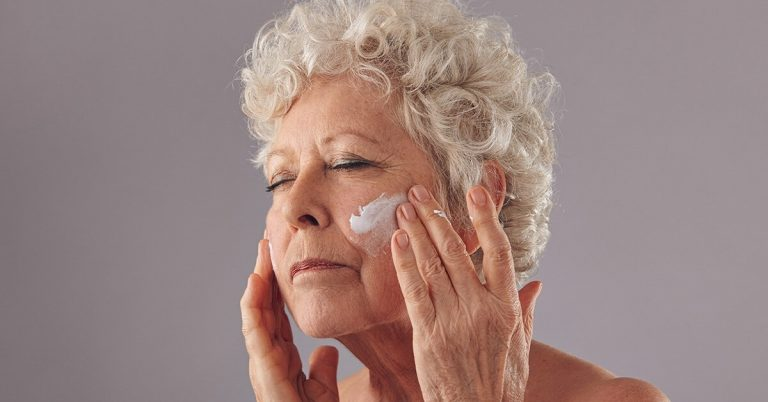 Mature skin needs extra care and hydration. Using the best moisturizer for 70 year old skin will keep your skin smooth and hydrated throughout the day.